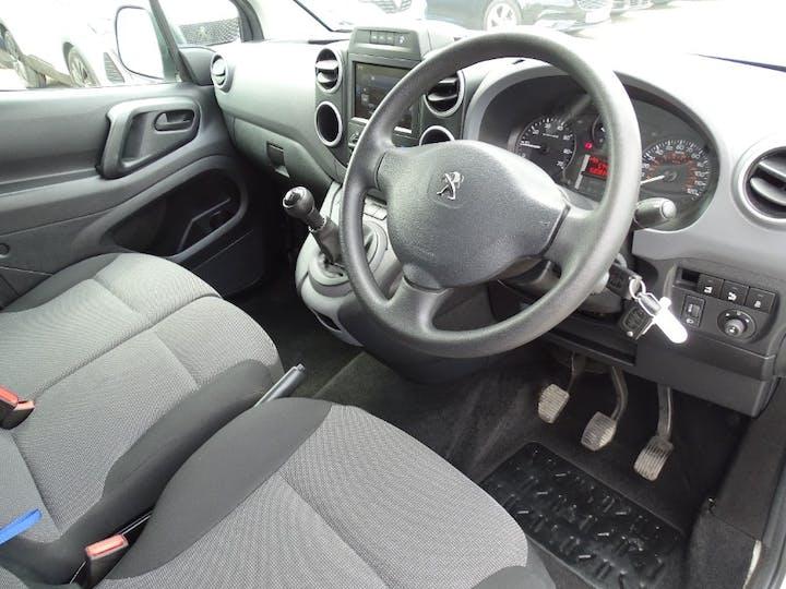 White Peugeot Partner Blue HDi Professional L1 2018