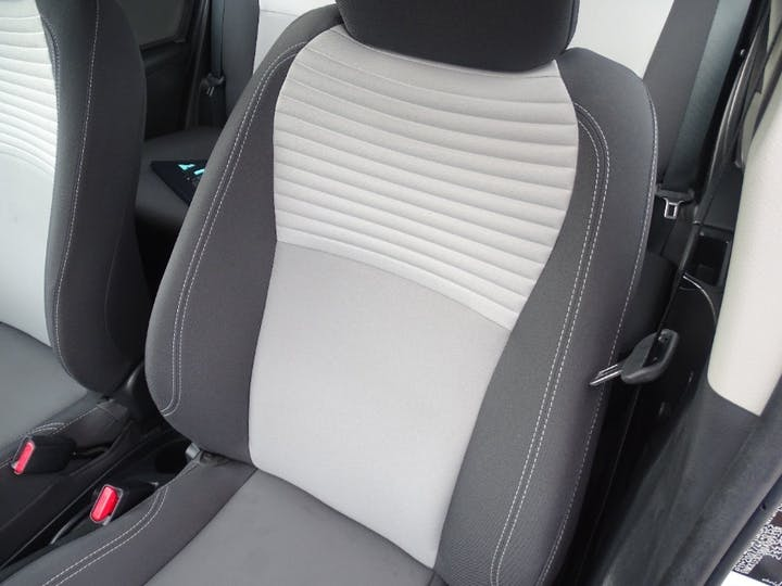 White Toyota Yaris VVT-i Icon 2018