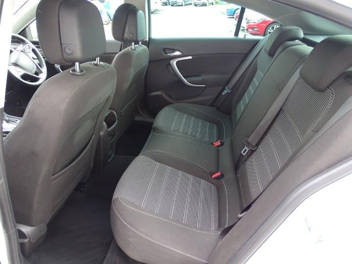 White Vauxhall Insignia SRi Nav CDTi 2016