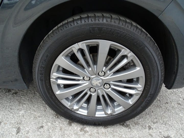 Grey Peugeot 208 Blue HDi Allure 2016