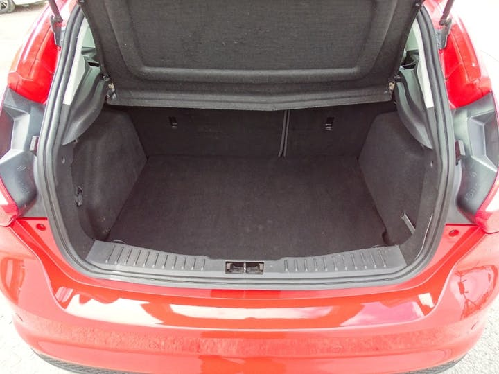 Red Ford Focus Zetec 2013