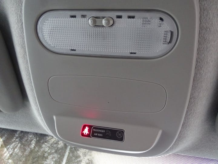 White Vauxhall Vivaro Combi CDTi S/S 2016