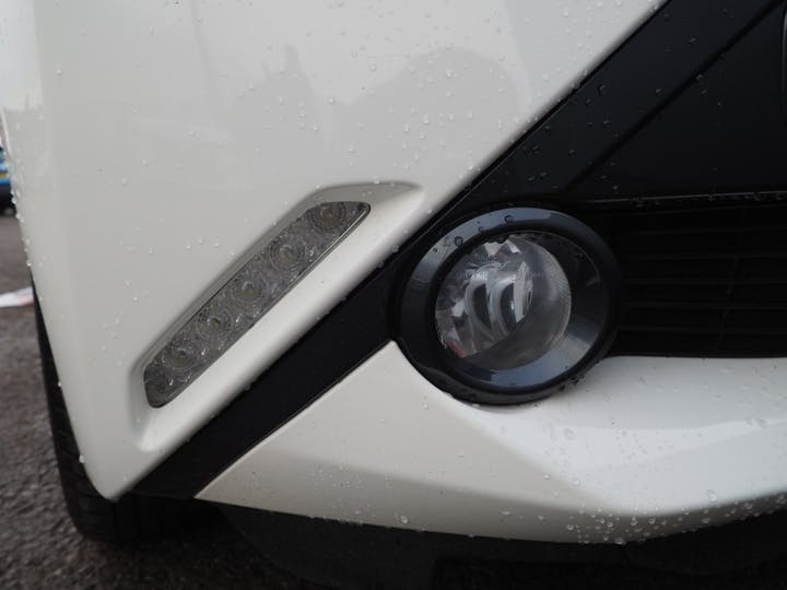 White Toyota Aygo VVT-i X-style X-shift 2017