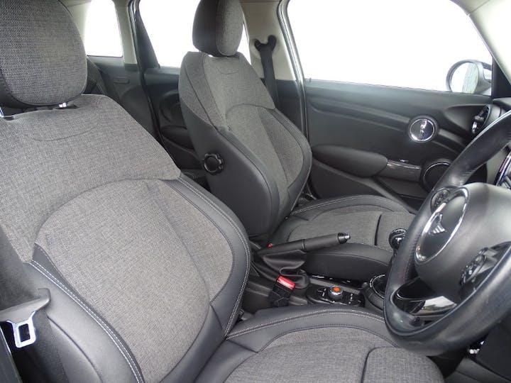 White MINI Hatch Cooper 2015