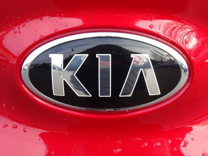 Red Kia Stonic 3 Isg 2019
