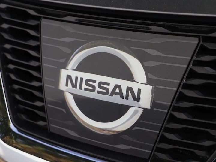Grey Nissan X-trail DCi Tekna 2017