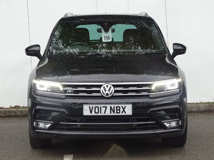 Black Volkswagen Tiguan R-line TDI Bluemotion Technology DSG 2017