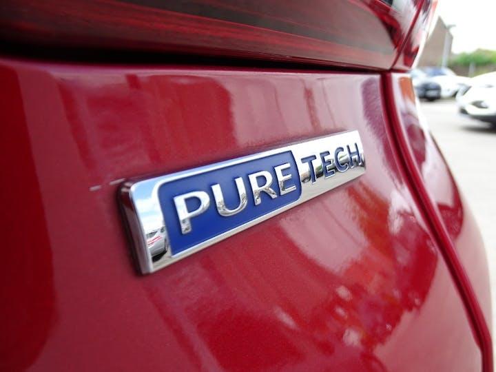 Red Peugeot 2008 Puretech Allure 2016
