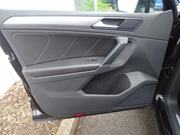 Black Volkswagen Tiguan R-line TDI Bluemotion Technology DSG 2017